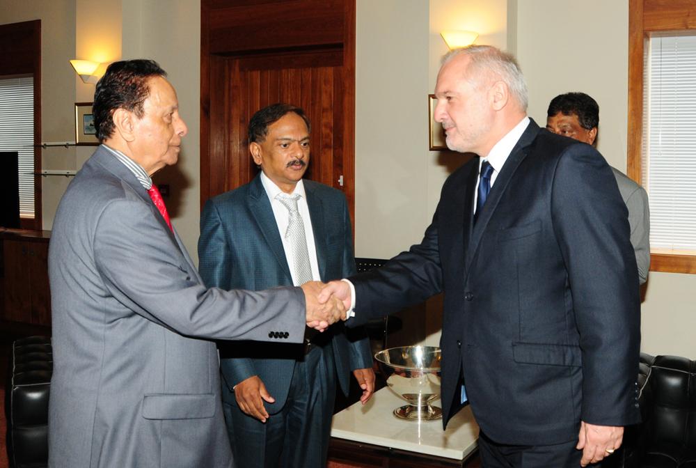 Rencontre de l ambassadeur avec le premier ministre la for Chambre de commerce maurice